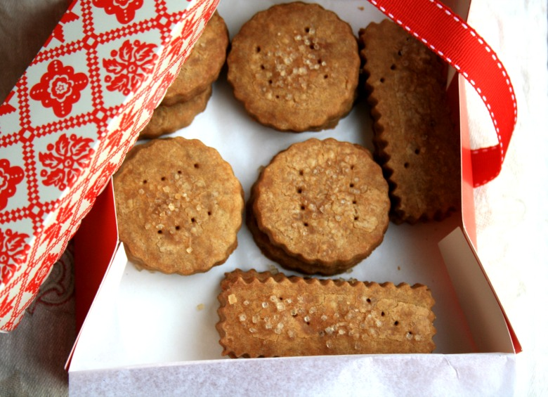 Ginger Shortbread Cookies with Molasses