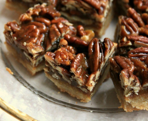 Glossy pecan toffee bars