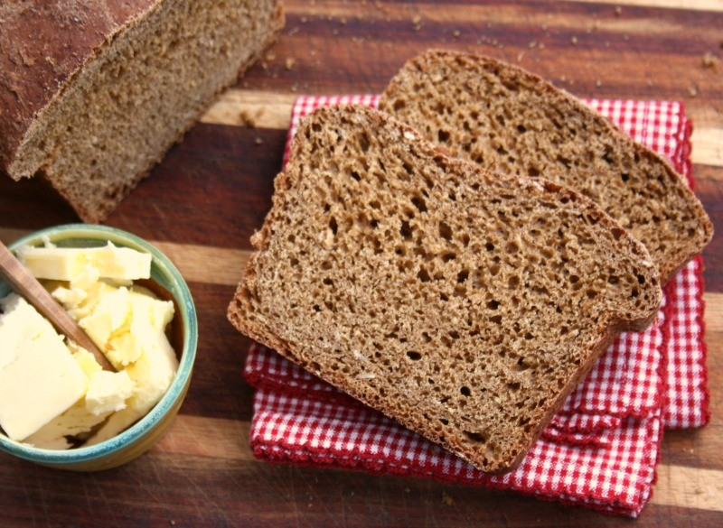Molasses Brown Bread, a sweet and chewy oatmeal brown bread richly flavoured with molasses