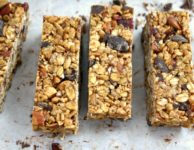 Crispy almond granola bars