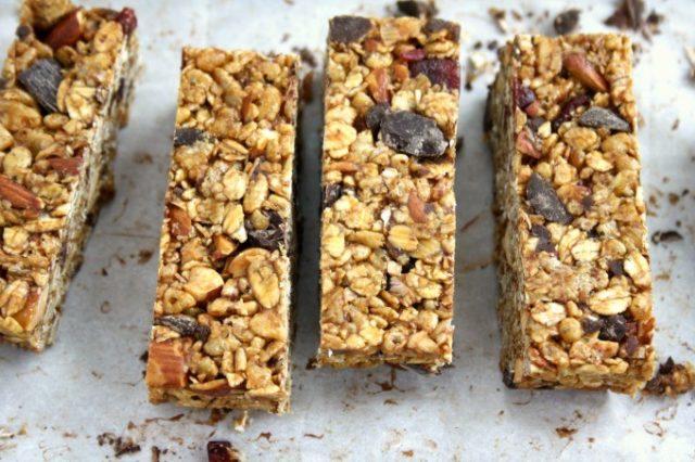 Crispy Cranberry Almond Granola Bars are no-bake, healthy and gluten free