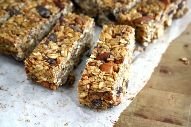 Crispy Cranberry Almond Granola Bars are no-bake and healthy.