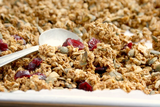 Easy edible gifts: easy applesauce granola