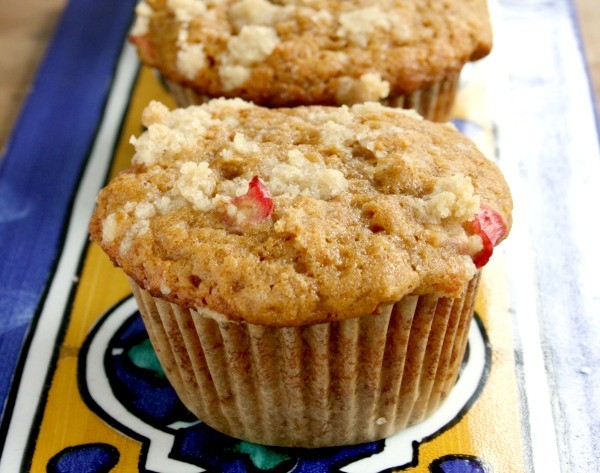 streusel toped rhubarb muffins