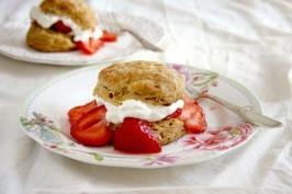 ginger biscuit strawberry shortcake