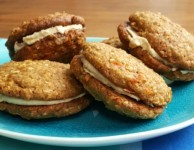 Healthy carrot cake whoopie pies