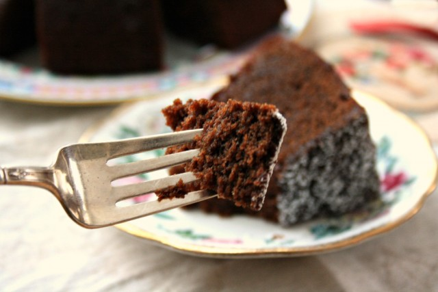 Guinness chocolate gingerbread cake: A flavourful gingerbread with a lovely dense crumb. No frosting necessary, a light dusting of icing sugar is all it needs.