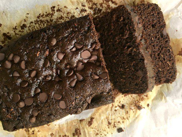 Pain de blé entier aux courgettes double chocolat