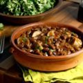 Slow cooker baked beans with sausage: an easy one-pot meal for a winter day. Choose your favourite type of sausage for this recipe (pork, chicken, turkey).