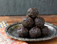 Chocolate Pecan Energy Bites make a great healthy snack. They're gluten-free, vegan and Paleo too.