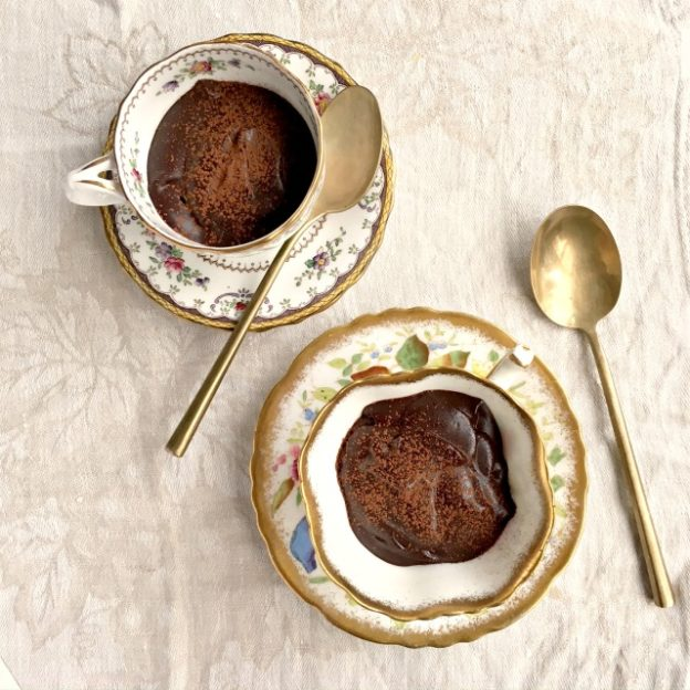 5-minute blender chocolate pots are similar to a pudding only denser. They have a rich, intense chocolate flavour and a creamy texture.