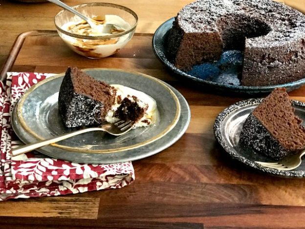 Fresh ginger cake recipe is moist and beautifully spiced with fresh ginger, powdered ginger, cloves and a little pepper.