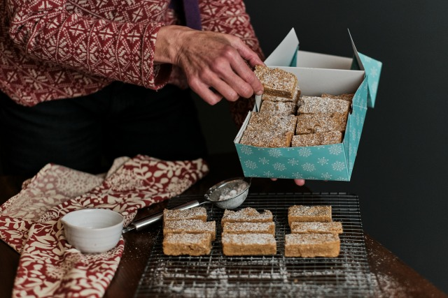 buttery gingerbread shortbread bars