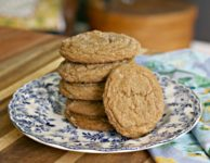 Ginger molasses crinkle cookies