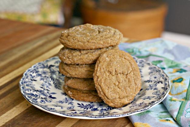 Ginger molasses crinkle cookies